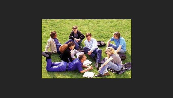Pirms mutiska eksāmena pārbaudi sevi, diskutējot ar draugiem par mācību vielu.