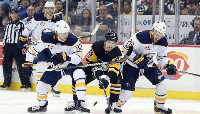 Girgensonam seši spēka paņēmieni; 'Sabres' otrreiz zaudē 'Penguins'