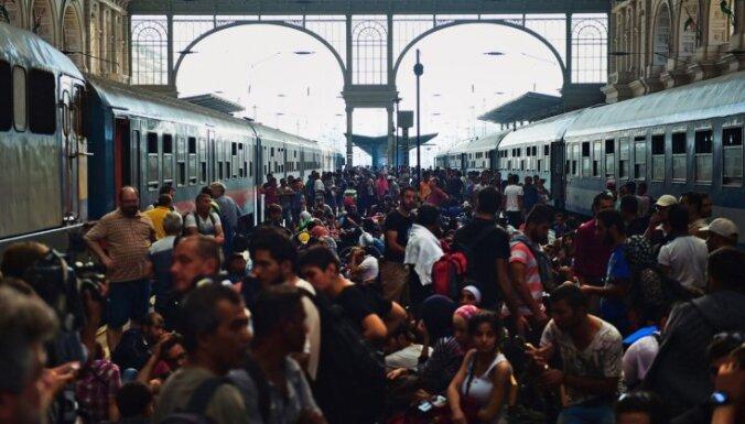 Migrantu krīze: No Budapeštas dzelzceļa stacijas evakuē visus cilvēkus
