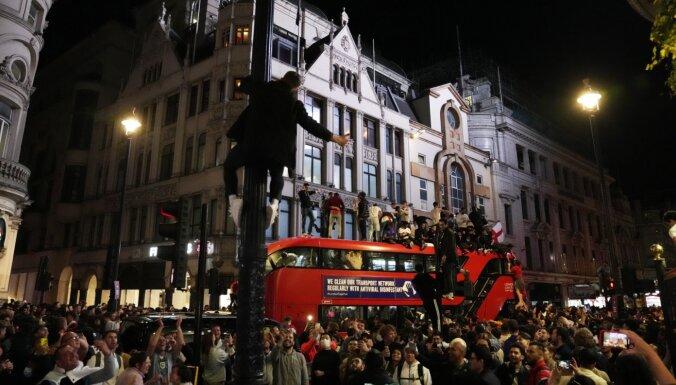ВИДЕО: Фанаты устроили коллапс в Лондоне после победы Англии в полуфинале