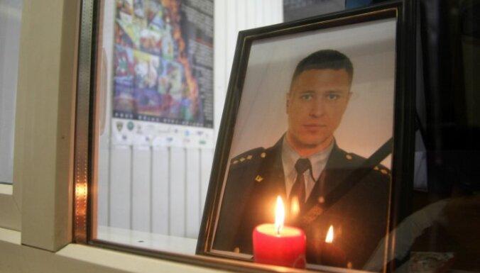 Lūgs valdību ļaut piešķirt 50 000 latu pabalstu Jēkabpils traģēdijā bojāgājušā policista tantei