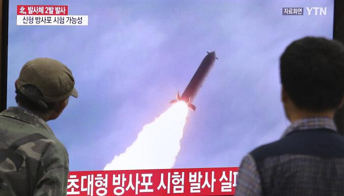 Ziemeļkoreja starptautiskajos ūdeņos raida divus šāviņus