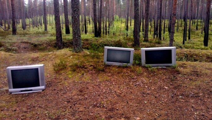 Sēņotāji Klapkalnciema mežā uziet televizorus