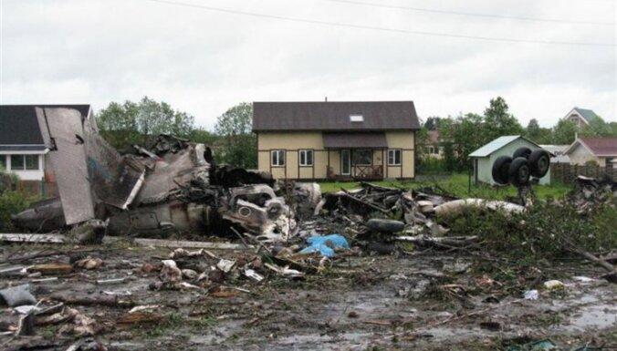 Pieaudzis Krievijā 'Tu -134' katastrofā bojāgājušo skaits (23:00)