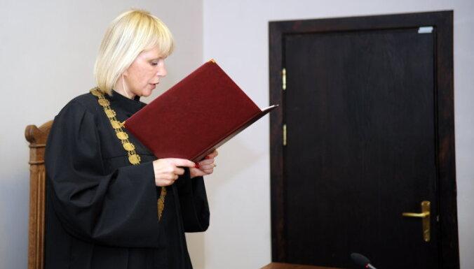 Saeima tiesnesi Orniņu atbrīvo no amata