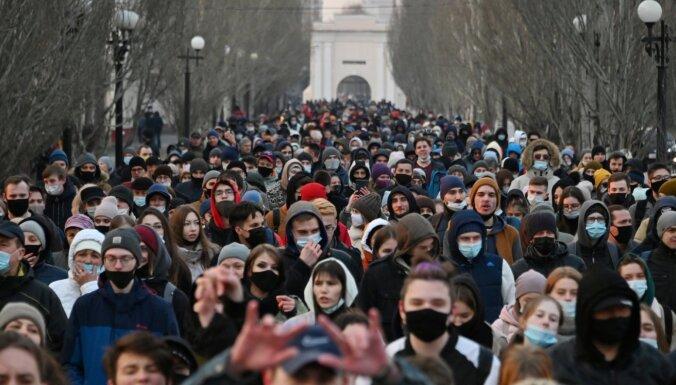 Aptauja: Tikai 16% krievu pozitīvi vērtē aprīlī notikušo Navaļnija atbalsta protestu