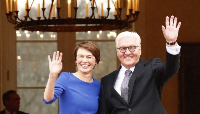 Gauks simboliski nodod Vācijas prezidenta amatu Šteinmeieram