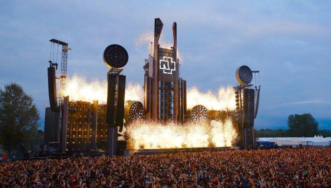 ФОТО: Огонь, мощь и шоу. Так выглядел концерт Rammstein в Риге