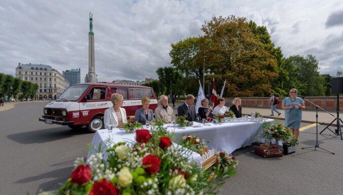 Ar vērienīgiem pasākumiem visā Latvijā svinēs Baltijas ceļa 30 gadu jubileju
