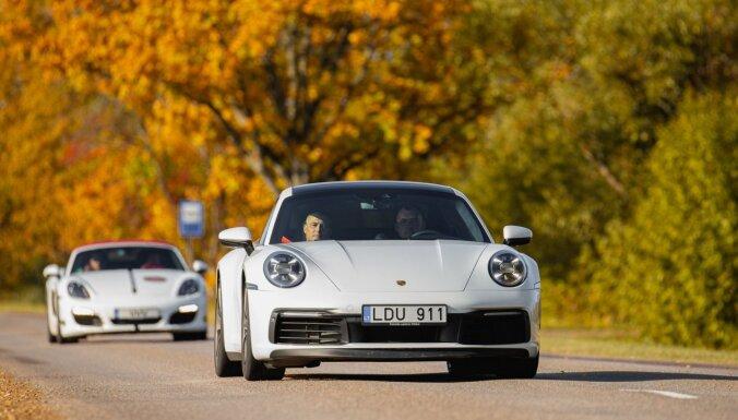 Foto: Latvijas 'Porsche' klubs noslēdz sezonu ar zeltainā rudens braucienu Vidzemē