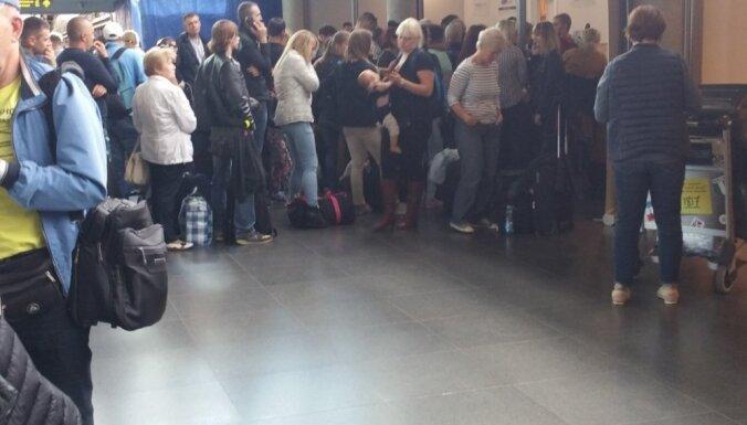 """В аэропорту """"Рига"""" спокойно, ВПП ориентировочно закрыта до 16.30"""
