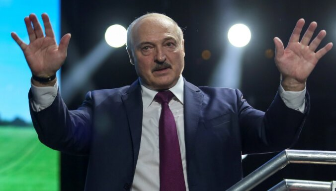 Новая Конституция Беларуси: оппозиция пишет, Лукашенко теряет интерес