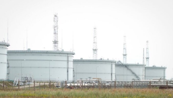 No Būtiņģes termināļa Baltijas jūrā noplūdusi nafta; tā virzās uz Latvijas pusi