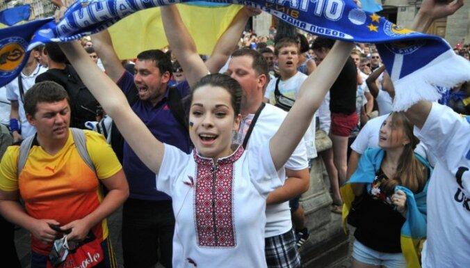 Порошенко объявил, что с 1 января Латвия отменит визы для украинцев... и удалил свой твит