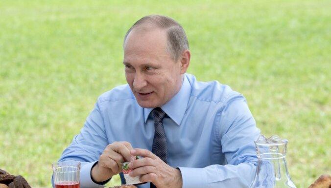 """Путин: """"Латыши выращивают самую лучшую клюкву"""""""