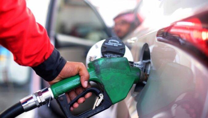 Комиссия Сейма поддержала повышение акциза на бензин