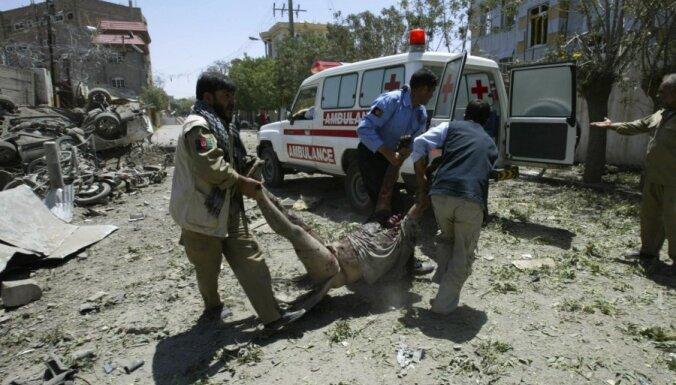Afganistānā spridzinātājs pašnāvnieks nogalina 12 policistus