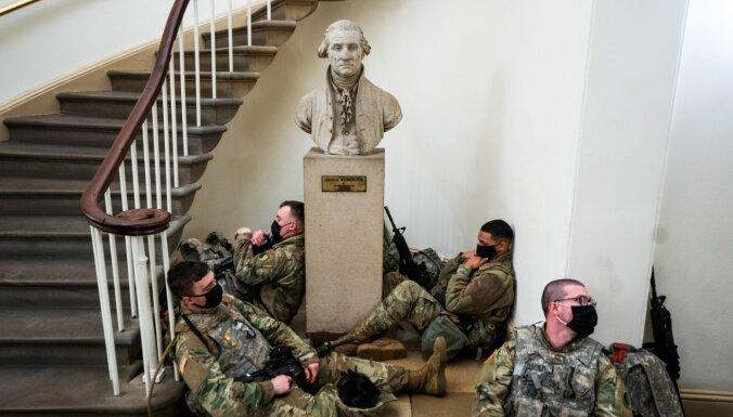 Foto: Kapitoliju piepildījuši Nacionālās gvardes karavīri