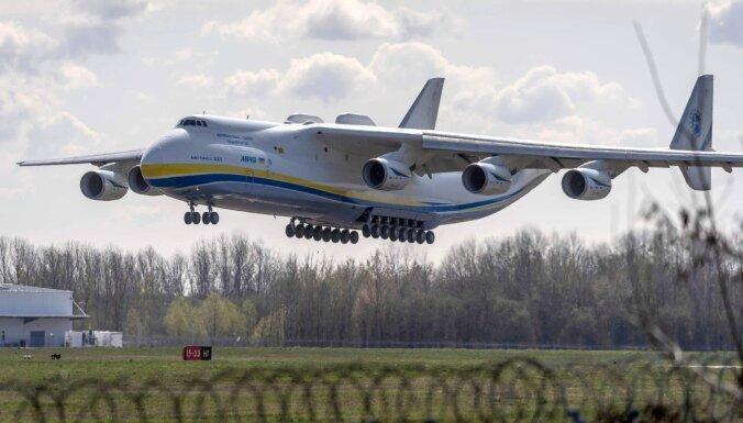 Foto: Pasaulē lielāko lidmašīnu 'Mriya' iesaista cīņā ar Covid-19