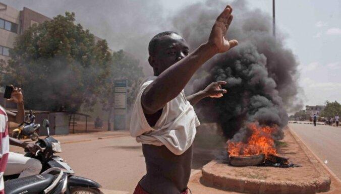 Uzbrukumā Burkinafaso ziemeļos nogalināti vismaz 100 civiliedzīvotāji