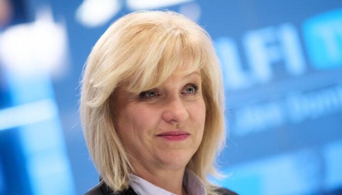 Saeimas opozīcija savākusi parakstus ārkārtas sēdes sasaukšanai ministru algu iesaldēšanai