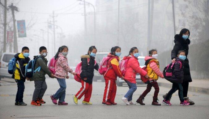 Ķīnā vecāki labāka darba dēļ pametuši gandrīz 61 miljonu bērnu