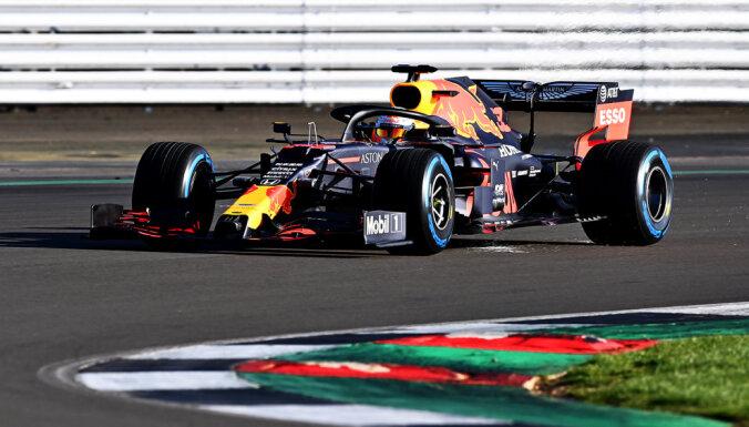 'Red Bull' savu jauno modeli iemēģina Silverstonas trasē