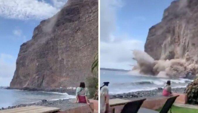 ВИДЕО. На туристический пляж на Канарских островах обрушилась скала