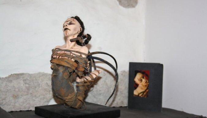 Foto: Tallinā atklāta šokējošu leļļu izstāde
