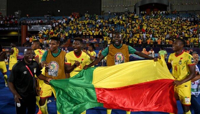 Senegālas un Beninas futbola izlases sasniedz Āfrikas Nāciju kausa ceturtdaļfinālu