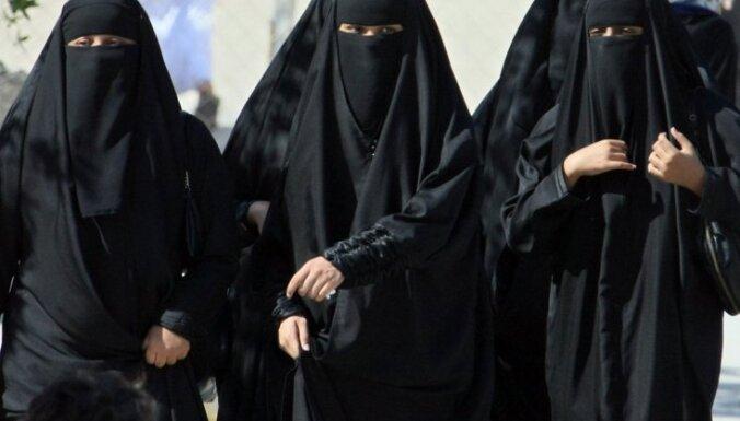 Sievietēm Saūda Arābijā kļūs iespējams saņemt autovadītāja apliecību