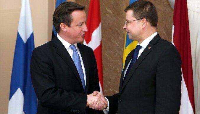 Kamerons pauž atbalstu Latvijas dalībai OECD