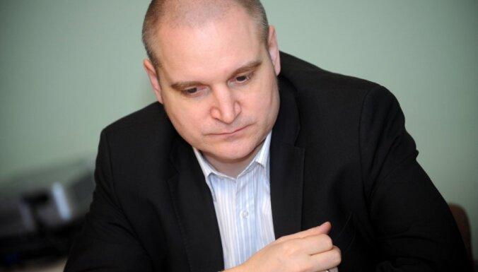 Ошлейс: Банк Латвии готов принести страну в жертву ради евро