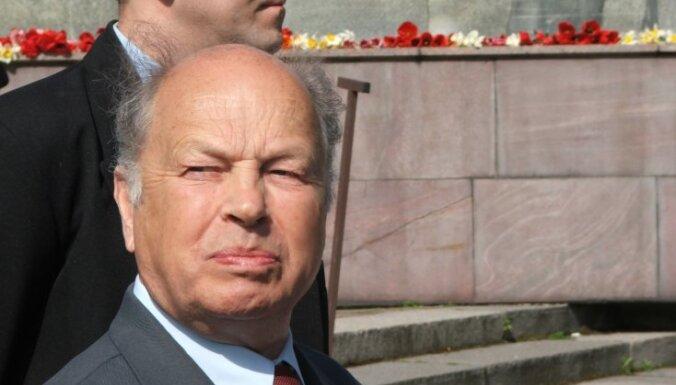 Rubiks neparakstīsies par automātisku pilsonības piešķiršanu Latvijas nepilsoņiem
