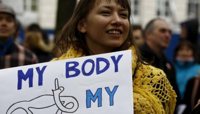 Запрет на аборты расколол Польшу. Чем закончатся протесты?