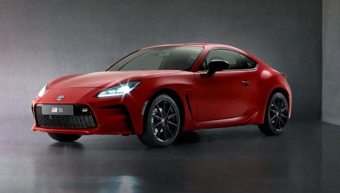 'Toyota' prezentējusi jaunu sportisko modeli 'GR86'