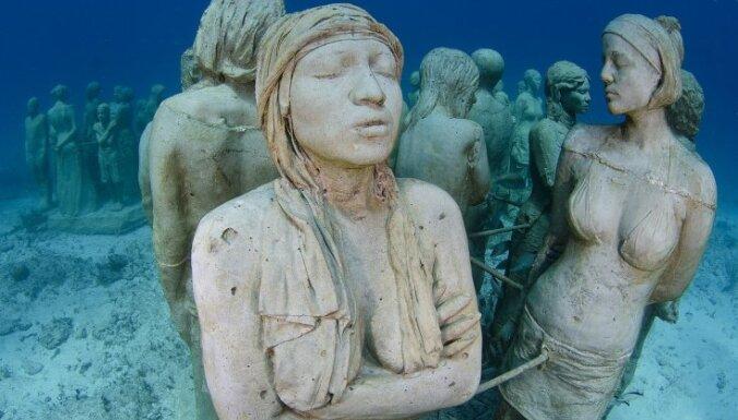 Cilvēka veidotie un dabas apstrādātie dārgumi ūdens dzelmē
