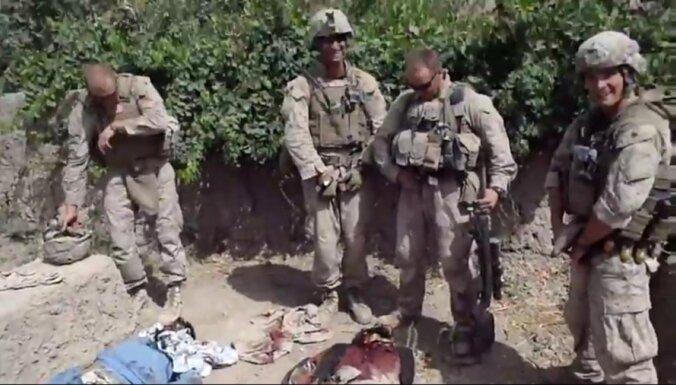 В США предъявлены обвинения морпехам, мочившимся на трупы талибов