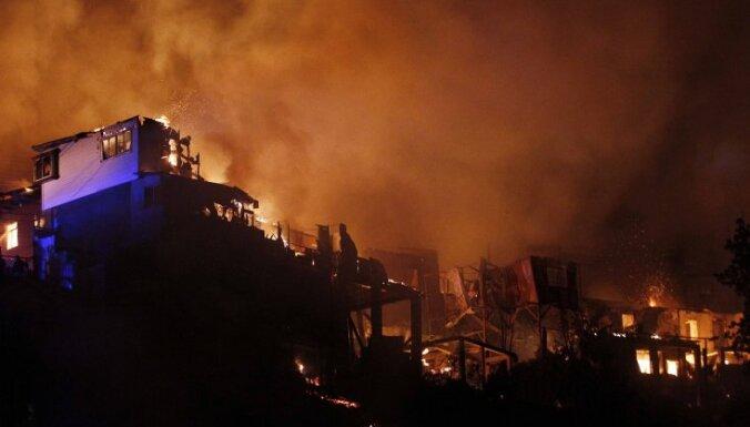 Пожар в чилийском Вальпараисо: горят более 500 домов (ВИДЕО)