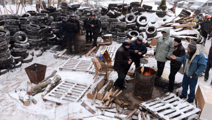 """Донецк патрулируют казаки, во Львое создали вооруженную """"гвардию"""""""