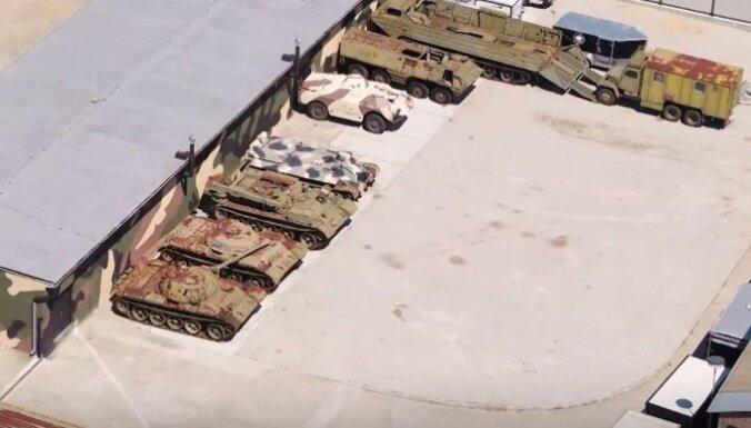 Video: Militārā tehnika 'Putina baikeru' Slovākijas bāzē