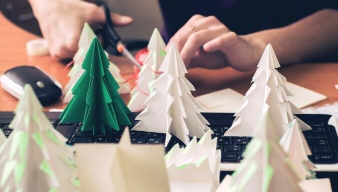 Video: Kā no papīra izlocīt graciozas eglītes