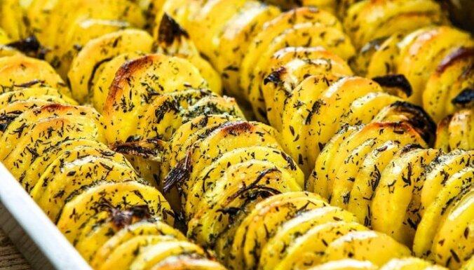 Cepeškrāsnī cepti kraukšķīgi kartupeļi