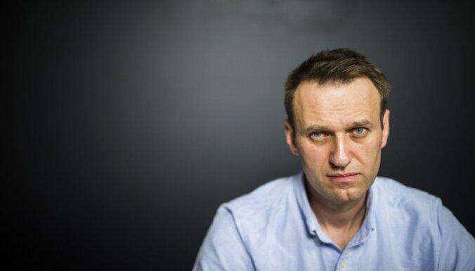 Навальный вышел из-под ареста и провел митинг в Астрахани