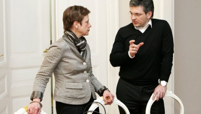 Dālderis kļūst par Dombrovska padomnieku; ārštatā – arī Ēlerte un Viņķelis