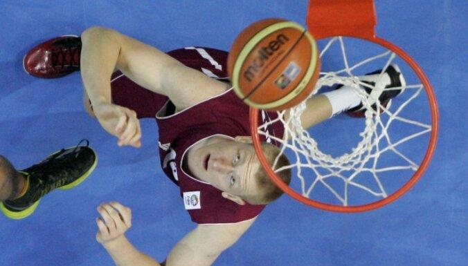 Šmits ar deviņiem punktiem palīdz Barselonas 'Lassa' gūt uzvaru ACB mačā