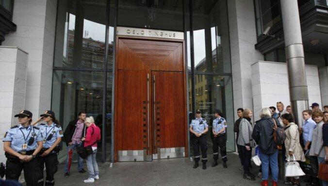 Norvēģu terorista lietu izskatīs slēgtā tiesas sēdē; publiskots apšaudes liecinieka video