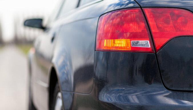 Valsts policija sāk kriminālprocesu par automašīnas izkrāpšanu