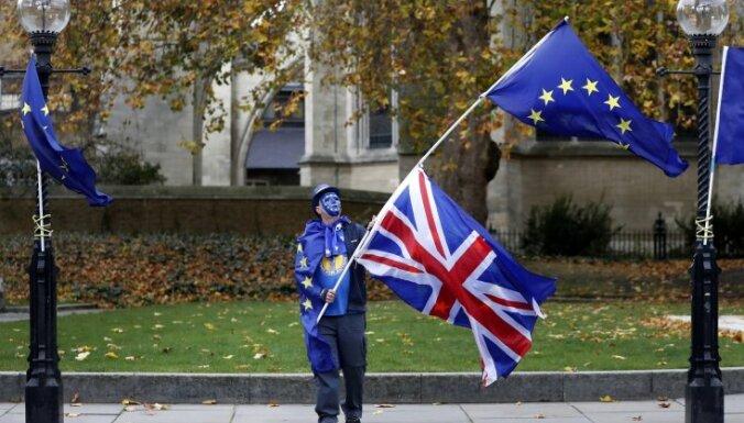 Eiropadome Lielbritānijai piedāvā divus izstāšanās termiņus