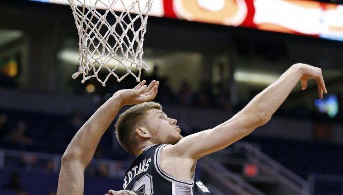 San Antonio Spurs Davis Bertans blocks-shot of Phoenix Suns Devin Booker